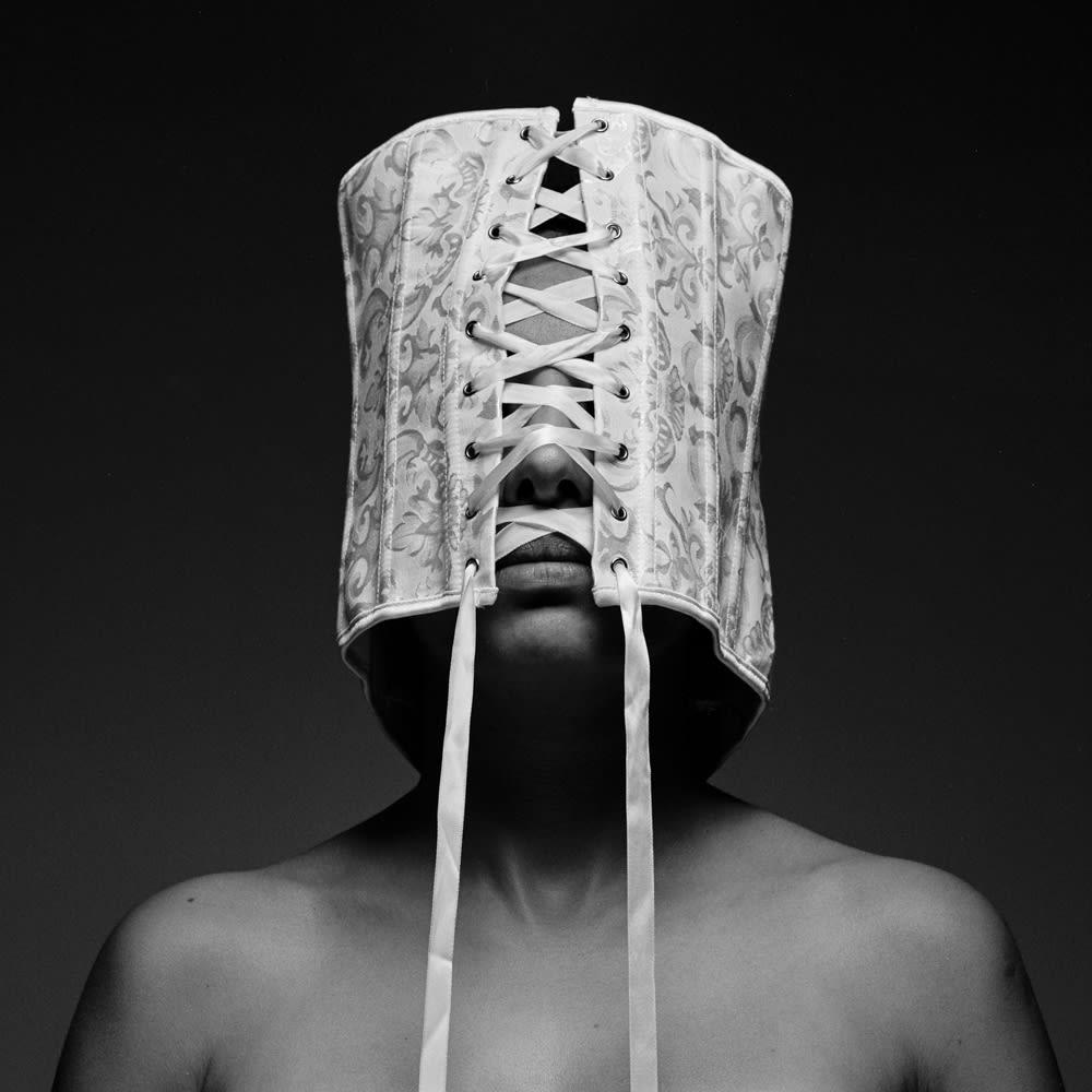 نوبات من الهلع وحزام في جلسة تصوير.. والسبب تشرحه هذه الفنانة الكويتية