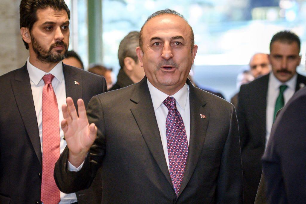 """تركيا تحذر اليونان: اضبطوا """"طفلكم المدلل"""" وزير دفاعكم"""