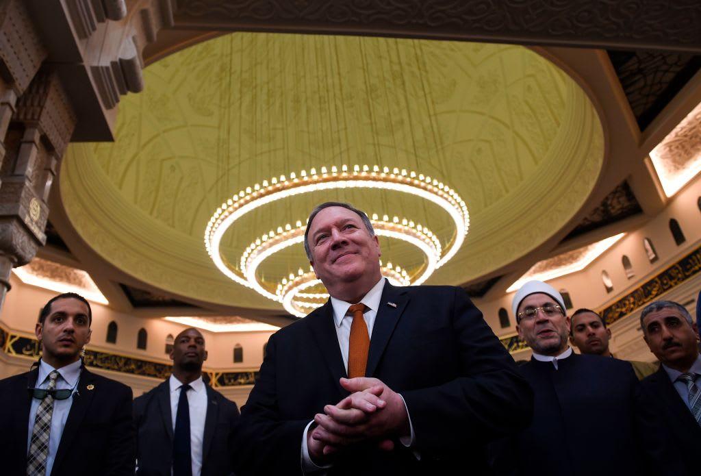 الرئاسة المصرية تنشر فيديو بومبيو في مسجد وكاتدرائية العاصمة الإدارية.. ماذا قال؟