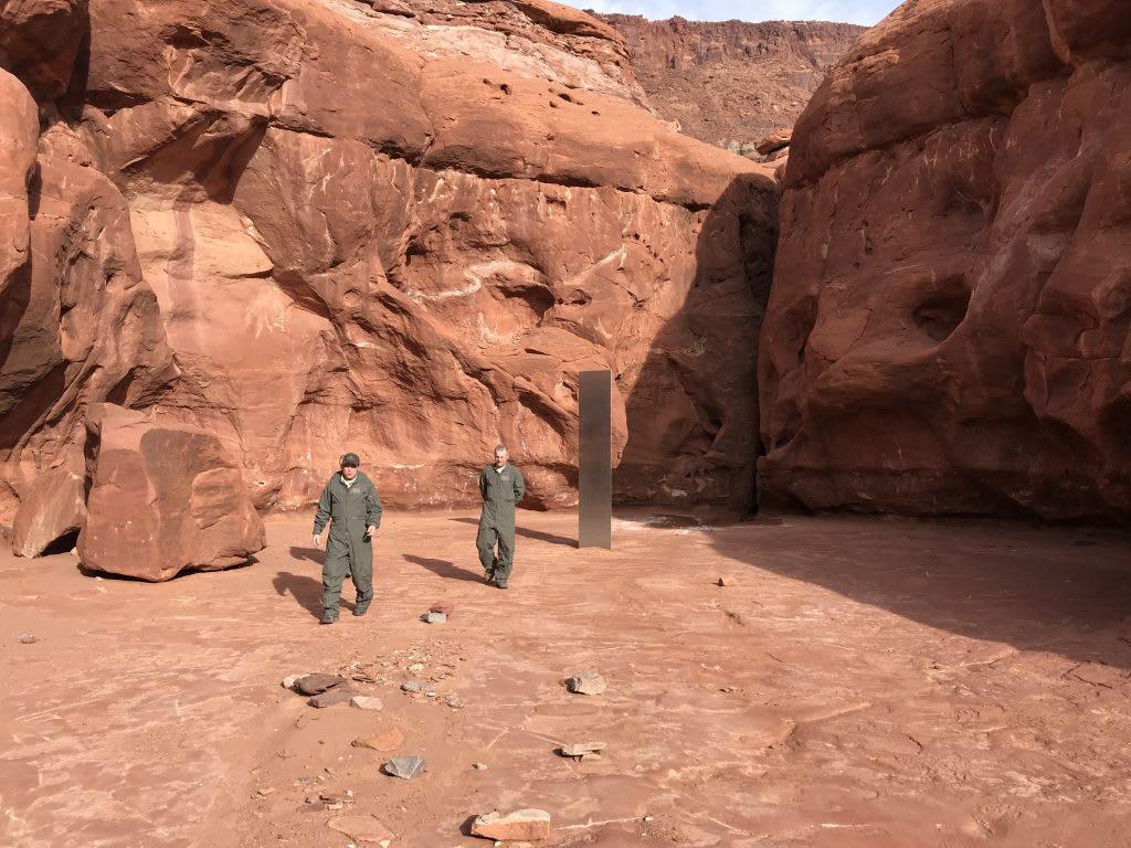 اكتشاف هيكل معدي غامض في أعماق الصحراء بأمريكا