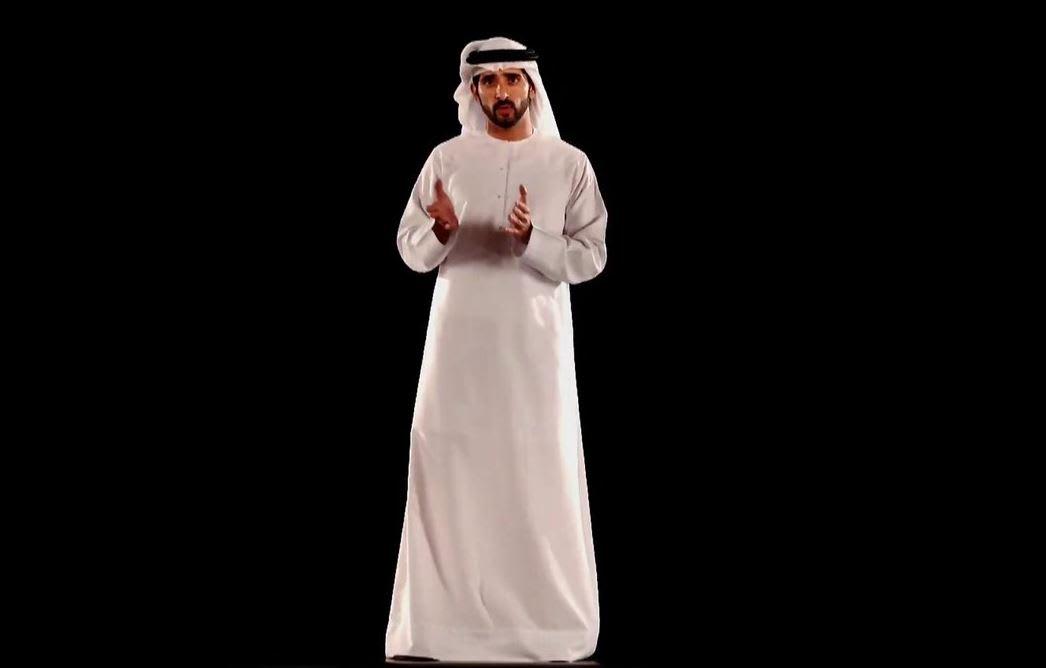 """عبر تقنية """"هولوغرام"""".. ولي عهد دبي يخاطب القمة العالمية للحكومات"""
