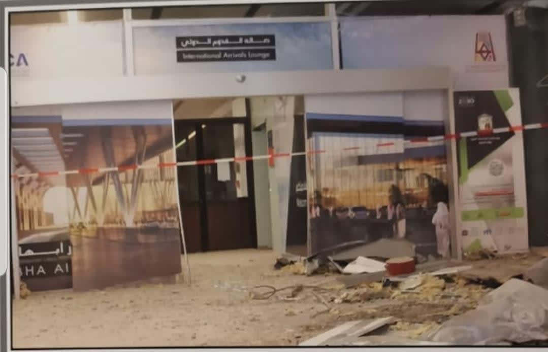 الصور الأولى لآثار سقوط صاروخ حوثيين على مطار أبها