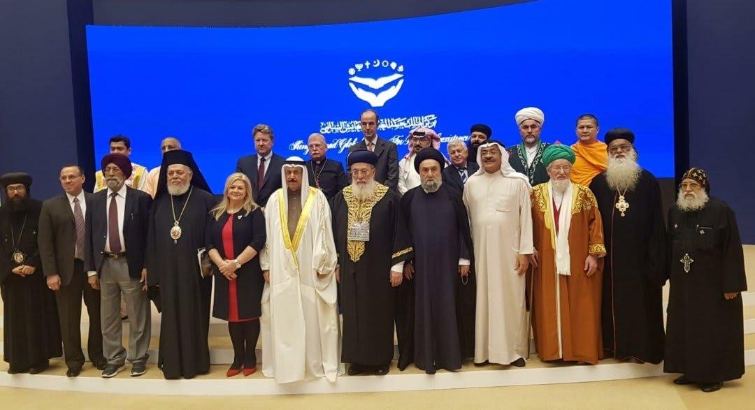 حاخام إسرائيل الأكبر شلومو عمار يلتقي ملك البحرين في اجتماع لرجال الدين من عدة دول في المنامة