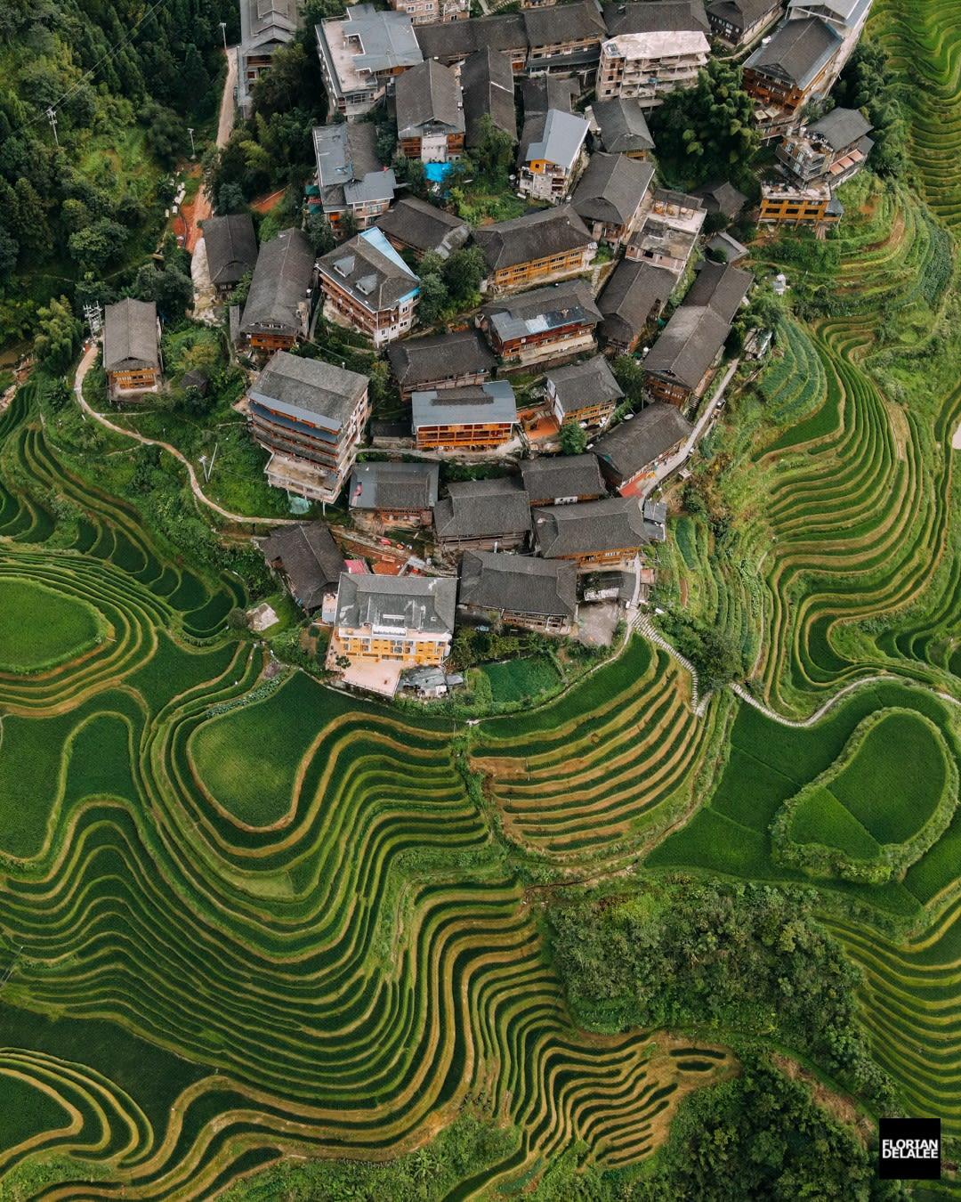 من بحيرة وردية إلى حقول أرز ساحرة.. شاهد جمال الصين من الأعلى عبر هذه الصور