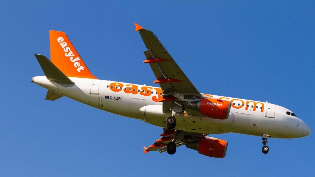هل ترجع مقعد الطائرة للوراء أم تفضل عدم إزعاج الآخرين؟