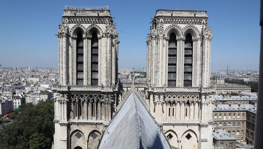 ما الذي يوجد داخل كاتدرائية نوتردام في باريس؟