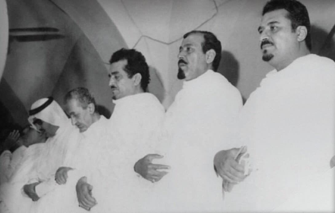 صورة تاريخية تجمع الملك فيصل والملك فهد والملك عبدالله أثناء أدائهم مناسك الحج