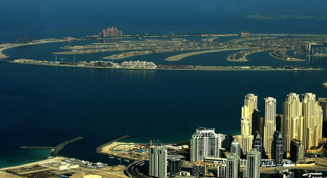 دبي: إصابتان بتحطم طائرة مروحية خاصة بجزيرة النخلة