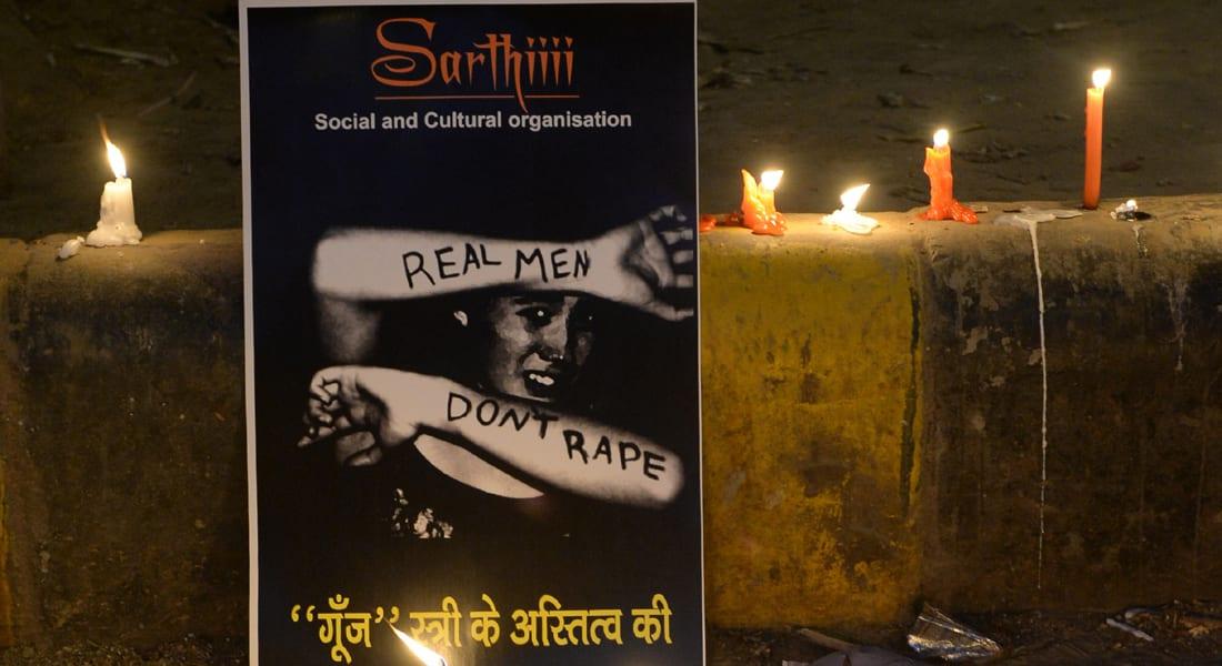 """مزاعم اغتصاب جماعي لفتاة بـ""""أوامر عليا"""" تهز الهند"""