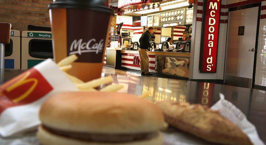 """عاملة بـ""""ماكدونالدز"""" تهرب الهيرويين بوجبة """"هابي ميل"""" للأطفال"""