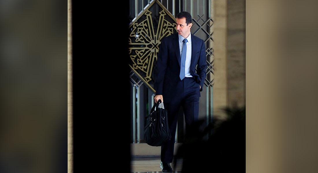"""صورة وصول الأسد """"الأنيق"""" إلى مكتبه ترسخ انقسام السوريين"""