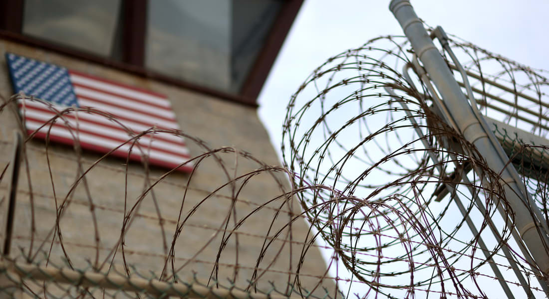 هكذا هو الحب.. يفر من السجن للقاء محبوبته في عيد العشاق