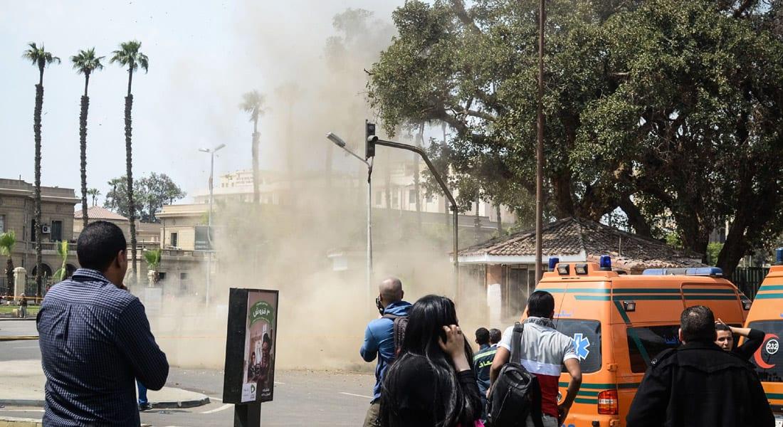 """انفجارات بـ""""أشجار مفخخة"""" وتفكيك سيارة ملغومة أمام جامعة القاهرة"""