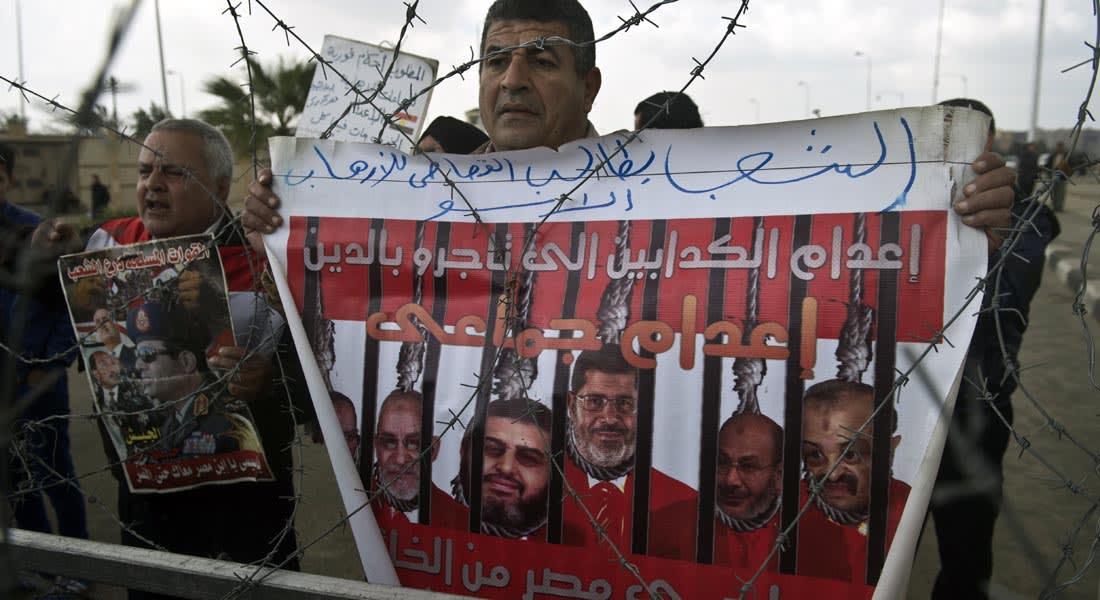 """مصر.. محاكمة مرسي تفرض السرية على إفادات شهود أحداث """"الاتحادية"""""""