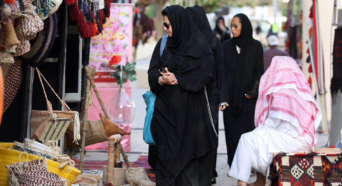 """الأمير تركي لـCNN: لا قرار يسمح بتأشيرة """"السائحات"""" دون محرم بالسعودية"""
