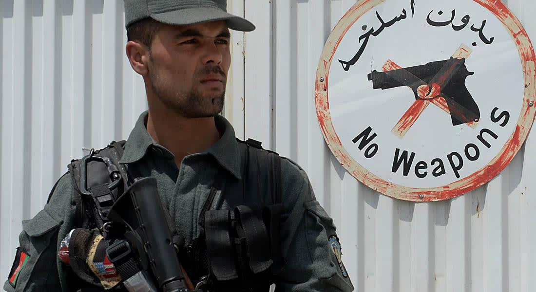 حارس يهاجم أربعة أمريكيين خارج مستشفى بكابول ويقتل 3 منهم