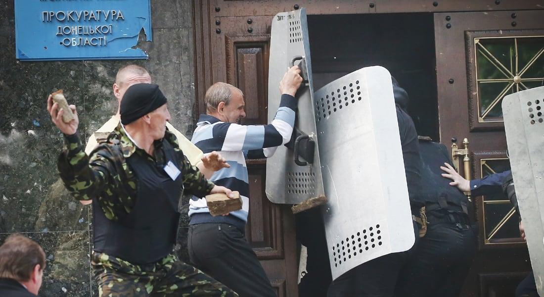 """أوكرانيا تعيد العمل بالتجنيد الإلزامي ومواجهات دامية في """"دونيتسك"""""""