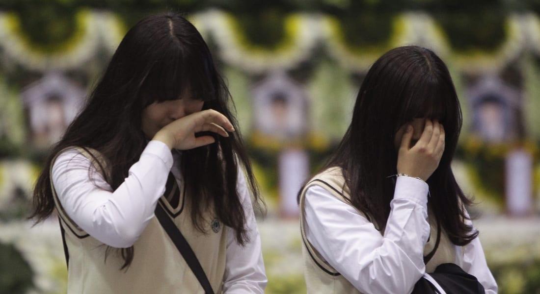 العبارة الكورية .. الأمل بالناجين تبدد والمدرسة ساحة للبكاء المر