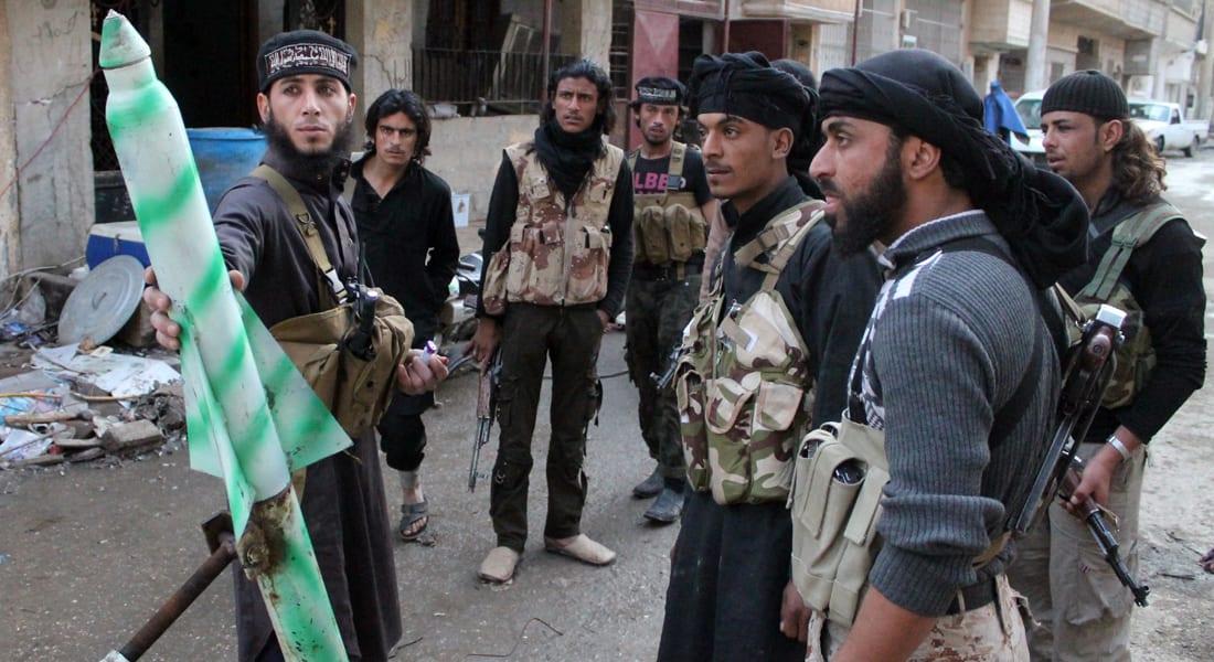 المرصد: اشتباكات داعش والكتائب الإسلامية تجبر 60 ألفا على النزوح بدير الزور