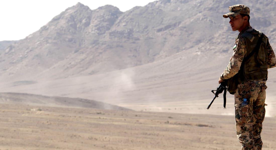 الأردن: وقف محاولة تهريب 5 سيارات وأسلحة لسوريا