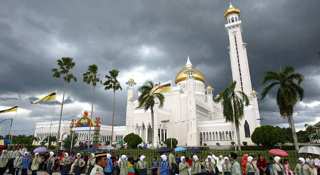 """تحليل: هل لـ""""زوال نعمة"""" النفط علاقة بقرار بروناي تطبيق الشريعة الإسلامية؟"""
