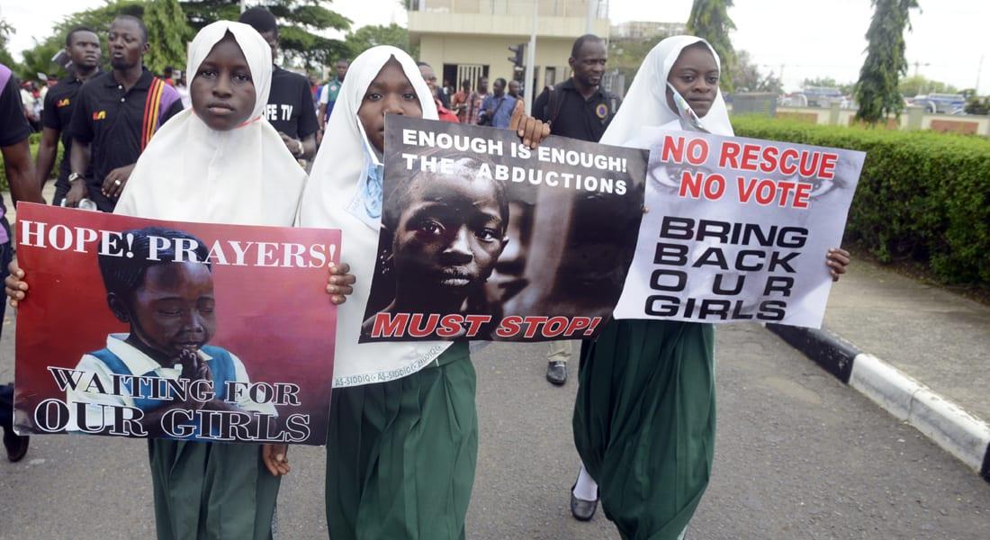 """زعيم """"بوكو حرام"""" بتسجيل مصور: سأبيع الفتيات المختطفات """"وفق شرع الله"""""""