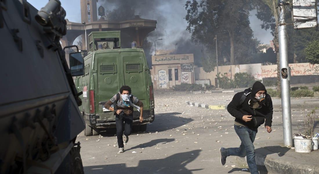 """مصر.. مقتل شرطي بـ""""هجوم مكرر"""" وإحراق مقر انتخابي للسيسي بالشرقية"""