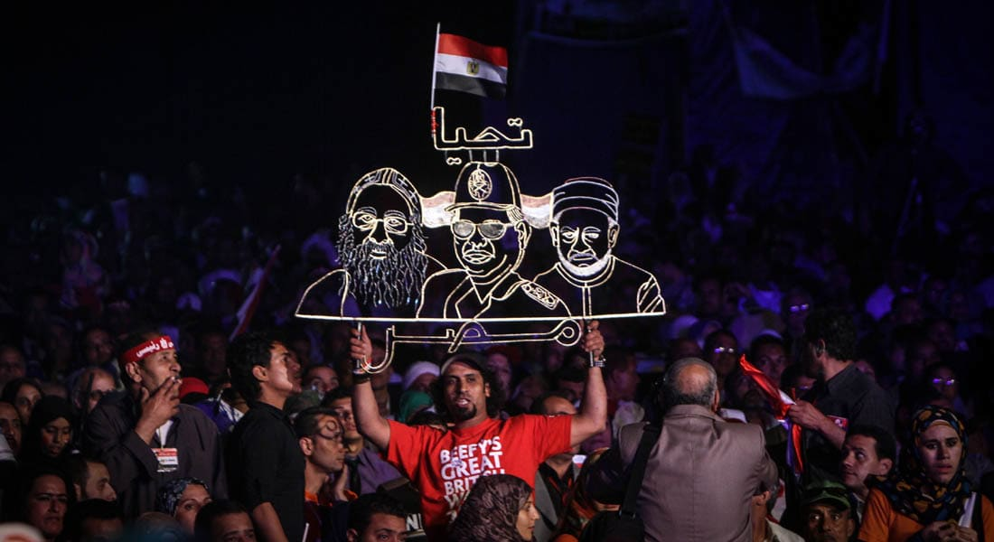 السيسي يتوجه للمصريين بالخارج.. وصباحي ينفي دعم التنظيم الدولي للإخوان