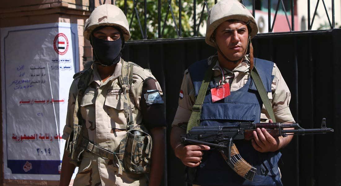 انتخابات مصر في صحف القاهرة: ملابس عسكرية باللجان واختطاف بطاقات تصويت