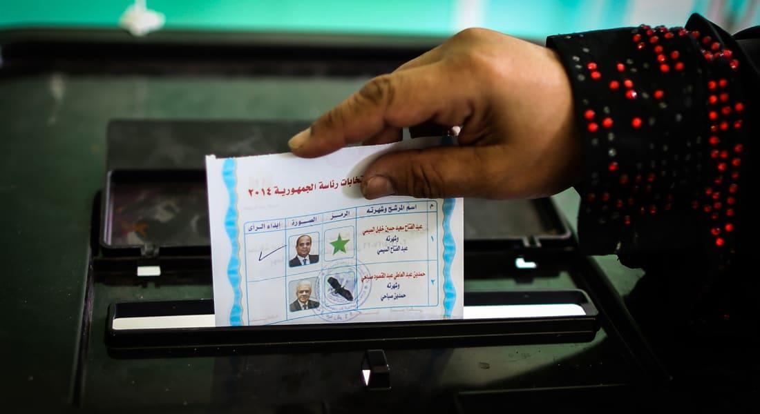 """فيديو """"تزوير"""" بطاقات انتخاب لصالح السيسي والعليا للانتخابات ترد """"غير صحيح"""""""