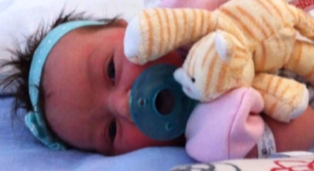 بالفيديو.. لحظة العثور على طفلة مخطوفة بعد ولادتها