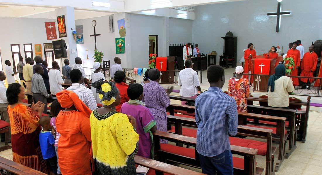 """السودانية المحكومة بـ """"الردة والزنا"""" متمسكة بالمسيحية والولادة تعجل شنقها"""
