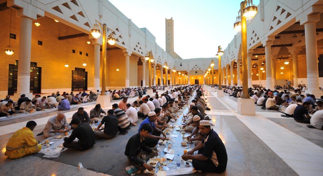 السعودية تهدد بإبعاد المجاهرين بالإفطار في رمضان
