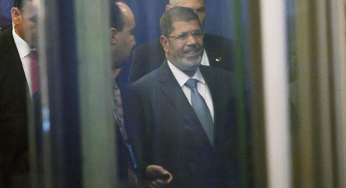 """صحف: مرسي يهتف لغزة وداعش """"يصلب"""" فتى لإفطاره"""