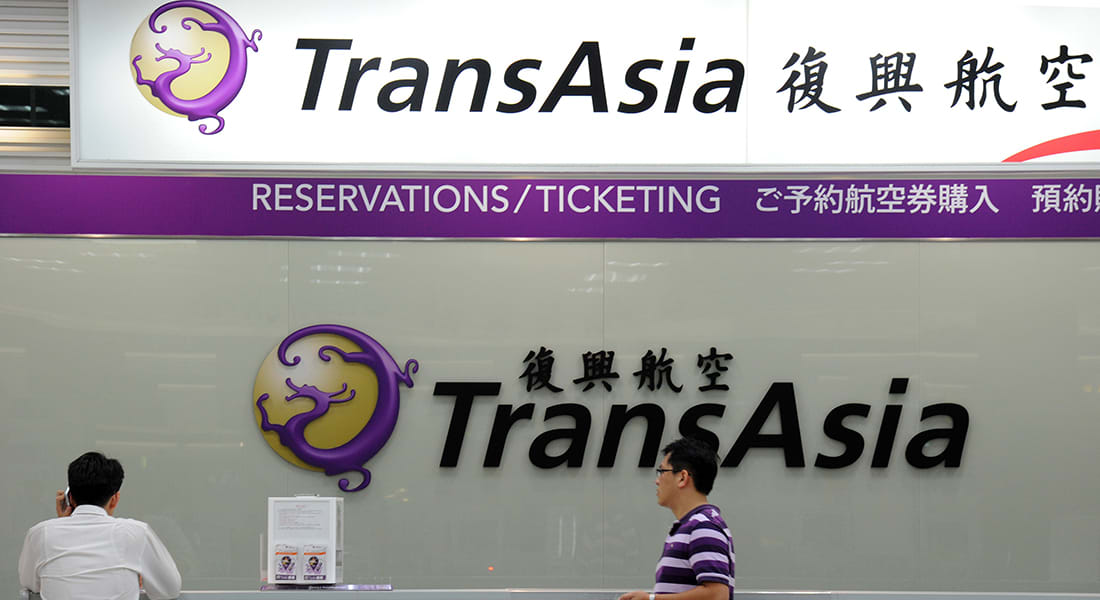 تايوان: عشرات القتلى والجرحى في سقوط طائرة ركاب بسبب الرياح الشديدة
