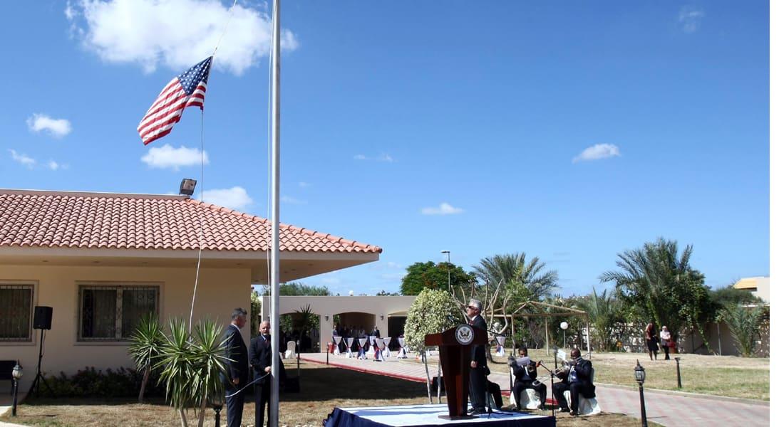 أمريكا تخلي سفارتها في طرابلس.. كيف تمت العملية عبر تونس؟ ومتى علمت الحكومة الليبية ؟