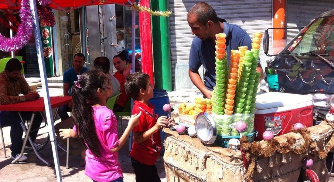 """أردنييون يكتفون """"بالقهوة السادة"""" ضيافة العيد تضامناً مع غزة"""