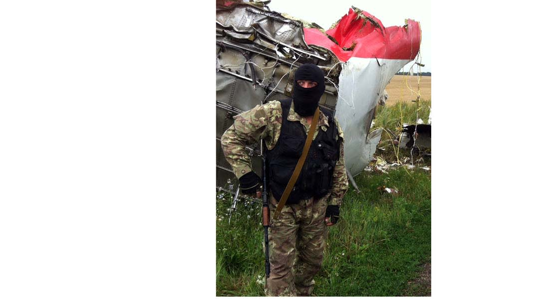 """أوكرانيا : الانفصاليون زرعوا ألغاما لقطع الطريق إلى موقع تحطم """"الماليزية"""""""