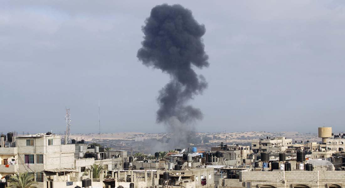 """مصادر فلسطينية وإسرائيلية تشير لـ""""انتهاك"""" للهدنة ومصرع 10 فلسطينيين بقصف وقنص في غزة"""