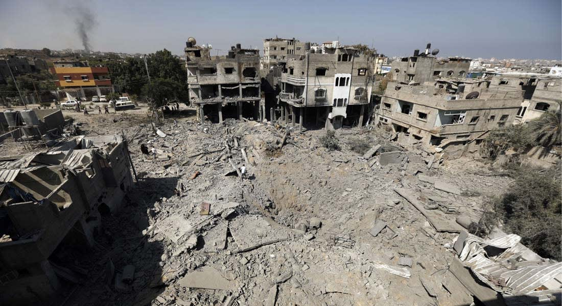 """الهدنة تترنح.. مقتل وإصابة عشرات الفلسطينيين و""""خطف"""" جندي إسرائيلي ومقتل اثنين جنوب غزة"""