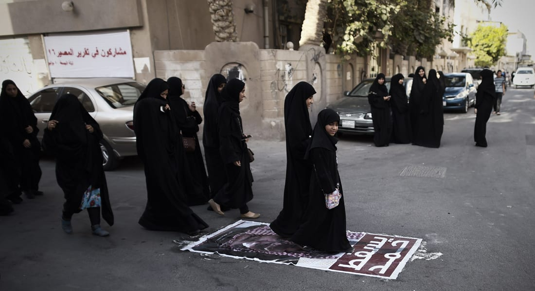 """أوقاف البحرين توقف خطباء سُنة وشيعة بتهمة """"مخالفة الخطاب الديني"""""""