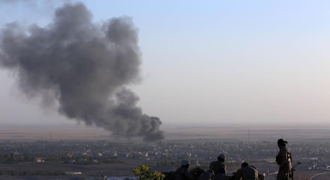 """طائرات مقاتلة وأخرى بدون طيار تدك أرتالا لـ""""داعش"""" قرب سنجار.. والمزيد من مواد الإغاثة تُسقط جوا"""