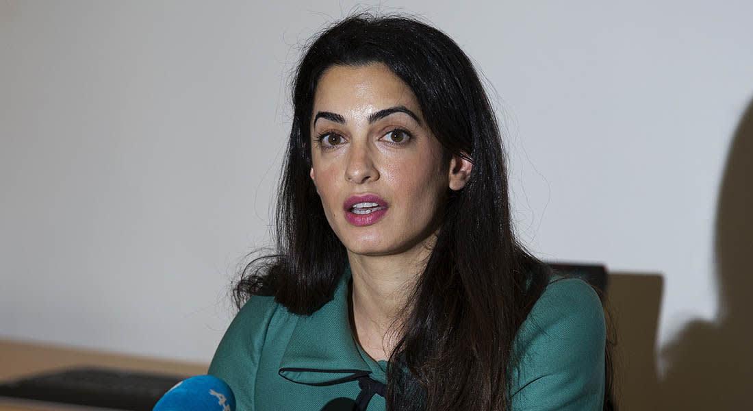 صحف: خطيبة كلوني تحقق في انتهاكات غزة ومنع مؤتمر صحفي للمعارضة السورية بدمشق