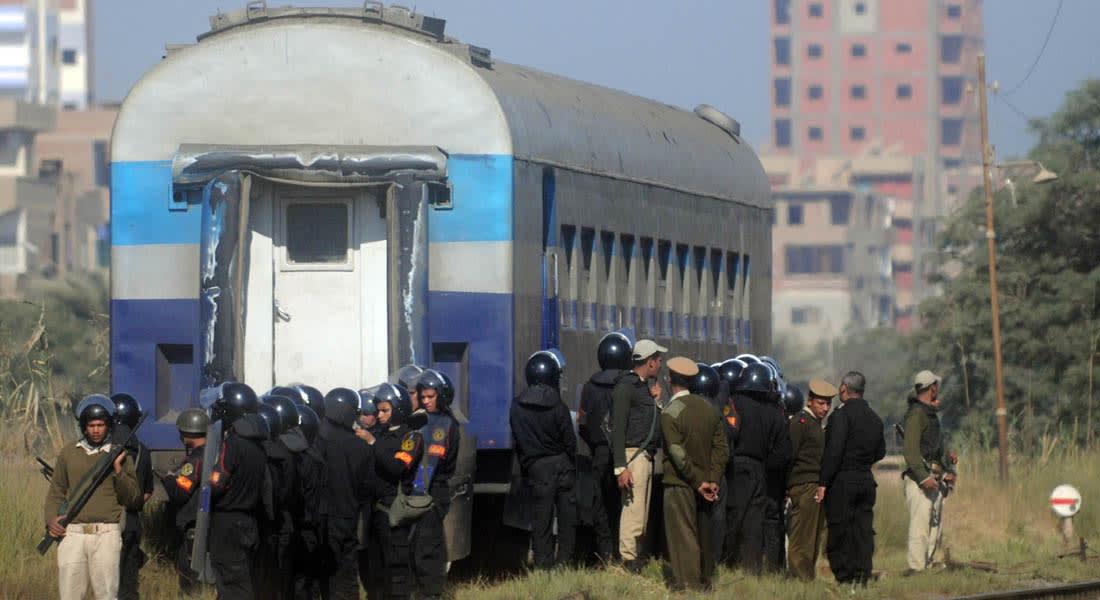 """مصر.. مقتل شرطي وإحباط تفجير مواقع أمنية ومهاجمة قطار بـ""""المولوتوف"""""""