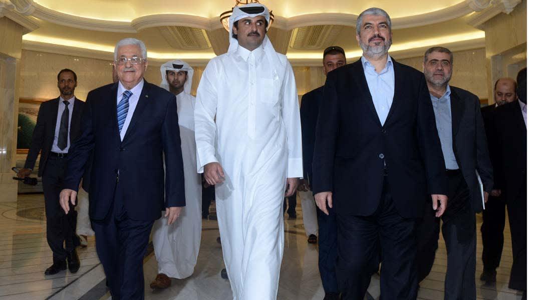 عباس ومشعل يبحثان عن حل للوضع في غزة مع أمير قطر