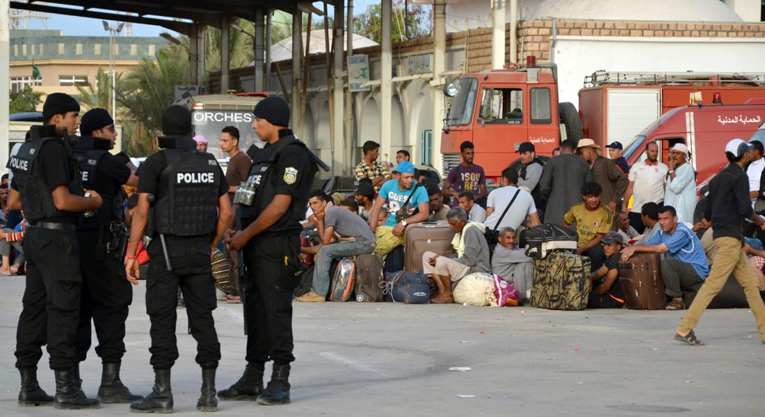 """القاهرة تدعو العالقين في ليبيا لتجنب منفذ """"رأس جدير"""".. والبديل مجهول"""