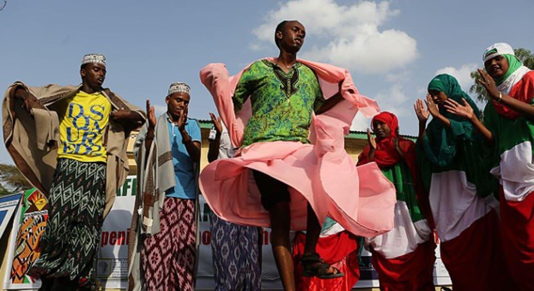 رغم عدم وجود أبجدية صوماليون يحاولون نشر تأليف الكتب وقراءتها