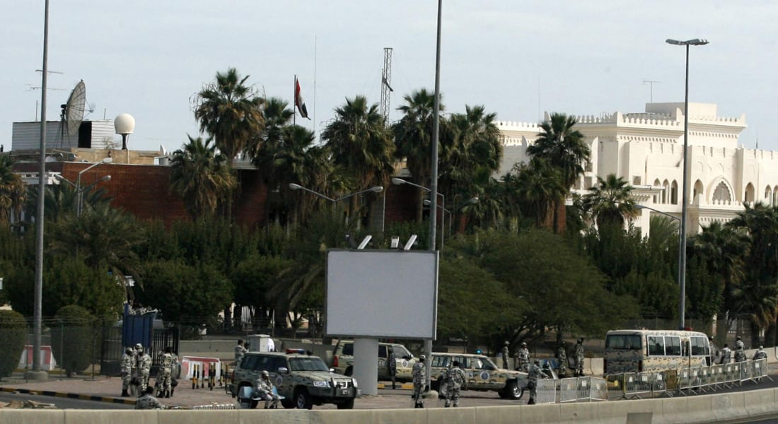 احتجاجات أمام سفارة مصر بالكويت بعد سقوط قتيل بمشاجرة مع آسيويين