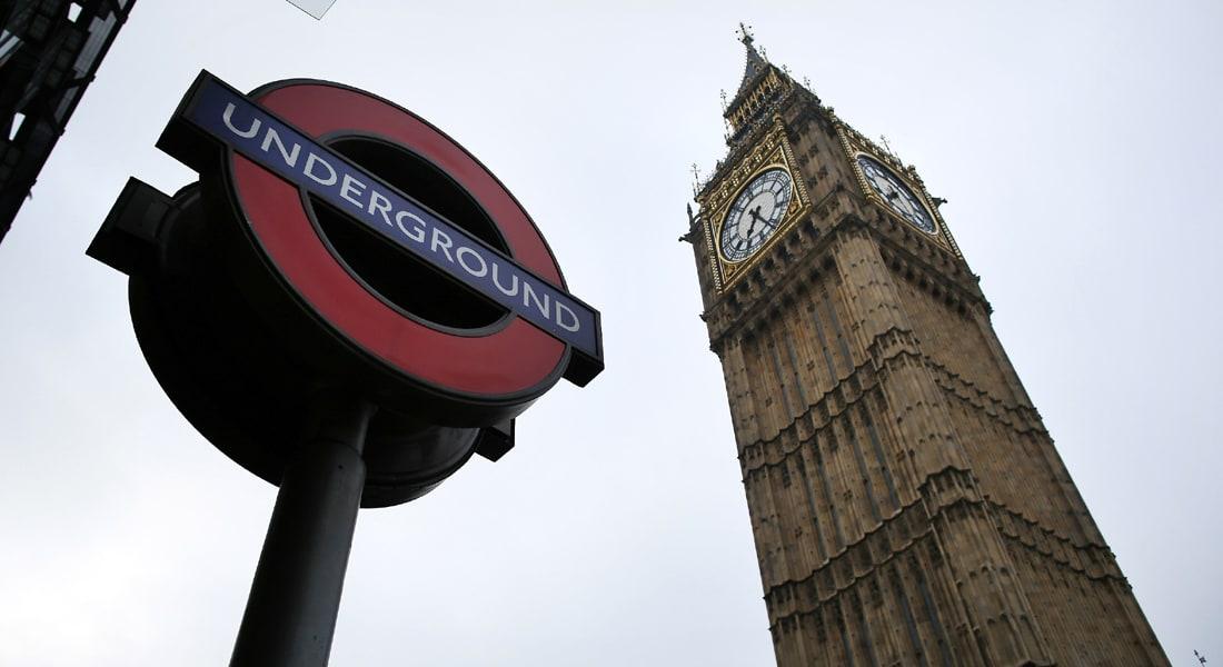 شغف رصد نبضات الحياة والحميمية تحت أنفاق لندن