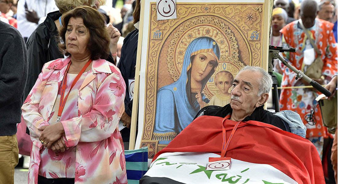 صحف: حياة جديدة لمسيحيي العراق في فرنسا وروسيا تبحث حظر الإنترنت